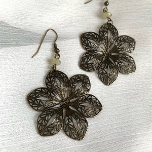Jewelry - Green Metal Flower Earrings